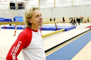 Några gymnaster tog oväntad hög höjd med hjälp av sin gungbräda.