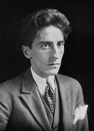 Den franske poeten och filmskaparen Jean Cocteau 1923.