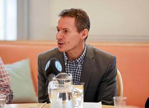 Kommundirektör Dan Nygren var den som presenterade den nya organisationen samt förslag på namn som ny kanslichef, respektive kommunikationschef i Falu kommun. Han menar att han inte alls diskuterat rekryteringsprocessen med facken före den 28 september då den centrala samverkan genomfördes.