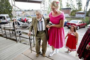 77-årige Börje Johansson från Tallens äldreboende var en av gästerna när det bjöds upp till dans på Valhalla i Sandviken.