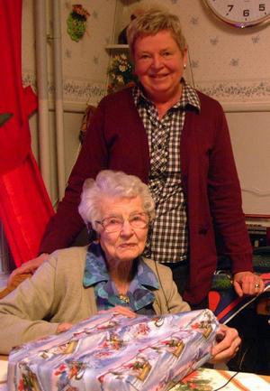 Elsa Persson firar i morgon, juldagen sin 100-årsdag tillsammans med bland andra dottern Gunvor Håkansson.
