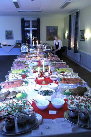 Ett välmatat julbord hade lagats till av Bergegården.