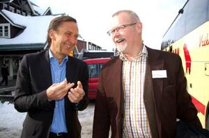 Finansmannen Gunnar Forss och vd:n för Vemdalsfastigheter AB, Petter Holmberg, pratade om de många investeringarna i Vemdalen.    Foto: Carin Selldén