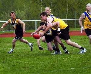 Hårt. Australiensisk fotboll kallas av många för världens hårdaste sport. Spelarna saknar exempelvis skydd. Samtidigt är tacklingarna många…