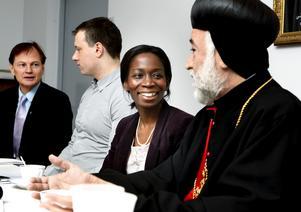 Integrations- och jämställdhetsminister Nyamko Sabuni (FP) mötte ärkebiskop Ablahad Shabo i Hovsjö.