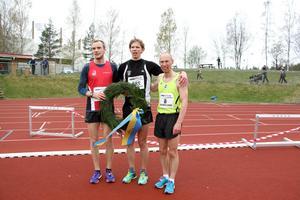 Topptrion på herrsidan. Johan Fagerberg (etta), Jonatan Alvaeus (tvåa) och Anders Dahl blev trea och bäste gästrike.