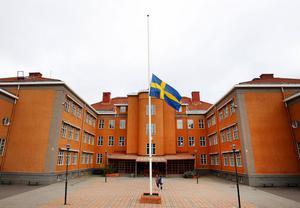 Omgiven av hela sin familj somnade 15-årige Oliver Byström in under onsdagseftermiddagen. Men kampen mot cancern fortsätter. Den 23 september hålls den planerade galan Fuck Cancer på Pipeline i Sundsvall och initiativet till galan togs för att stötta Olivers insamling.