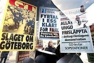 Foto: GUN WIGH Nutidshistoria. Dramatiken kring EU-toppmötet i Göteborg för två år sedan skildras i utställningen på Stortorget.
