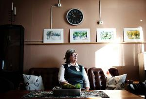 Inger Gustafsson arbetar i vanliga fall på äldreboendet i Lit, men som en del av hennes projektanställning startade man upp mötesplatsen i Lit.