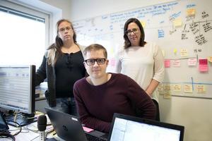 Journalisterna Kristina Forsström, Mikael Tjernström och Anna Wikner lanserar i dag ett upptaktsavsnitt till deras podd