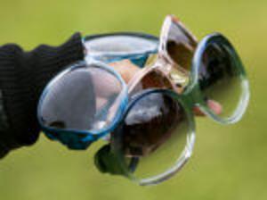 Från vänster: runda solglasögon från Bianco, rosa och transparenta från Max Mara och gröntransparenta runda från Balenciaga.