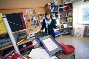 Mellan lektionerna försöker Lena Eriksson hinna förbereda kommande lektionerna.