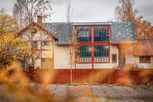 Carl och Karin Larssons släktförening driver gården med museet om konstnärsparet. Omsättningen är mellan 6 och 7 miljoner kronor varje år och besökssiffran cirka 35 000.