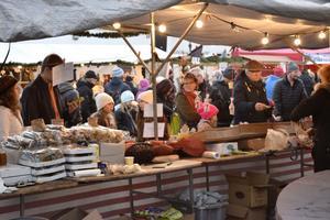 Helgens julmarknad i Leksand lockade många besökare.
