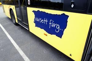 De kryptiska budskapen på stadsbussarna i Gävle har gett upphov till ryktet att bussarna ska byta färg.