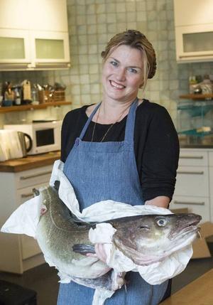 Det nappar! Just nu är det högsäsong för den norska skreien, supertorsken. Mia Gahne har fest i köket.