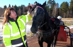 Carina Myrlund och Lissby Donna som är en framgångsrik kallblodstravare.