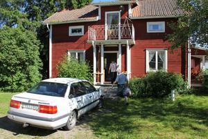 I den röda flygeln har Doris Pålsgård bott sedan slutet av 1960-talet. Nu har hon fått en lägenhet i Alfta och huset ska säljas.