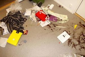 Inbrottstjuvarna hade varit in även i Fikarummet och ställt till med stor oreda.