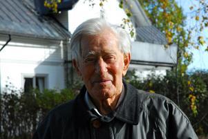 """Han skiner. Legendarisk präst och kulturhistoriker, nu 98-årige Carl-Adolf Murray i Gästrike Hammarby, är huvudperson i en ljus filmberättelse med """"titeln """"Livet som gåva""""."""