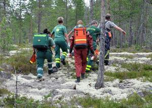 Räddningspersonalen från Bräcke och Gällö fick ta sig fram i mycket oländig terräng innan de nådde olycksplatsen.