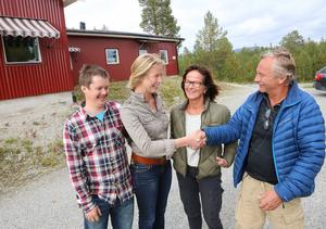 Marcus Haanes Rensberg, Josefin Sandgren lyckönskas av Annikka och Lennart Blindh. Efter 20 år säljern makarna Blindh sin förädlingsanläggning i Ljusnedal
