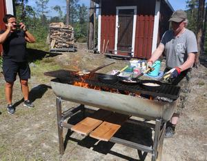 P-A Tapper stekte kolbullar i fyra pannor och det var full rulle hela dagen.