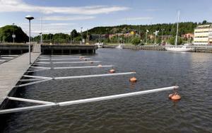 Det finns plats för 25 båtar i den nuvarande gästhamnen. Den nya som planeras till 2006 ska ha 60.