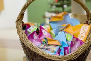 Vad vore väl en julgransplundring utan godis?