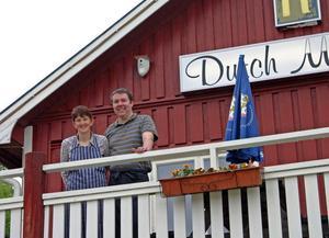 Elsa de Jong och Rick Langenhoff är det nya nederländska krögarparet på vägkrogen Dutch Montain i Lisskogsbrändan.