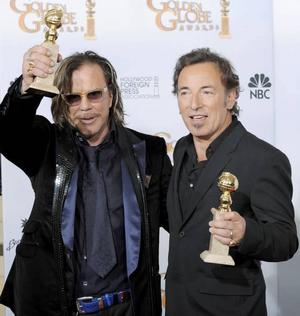 """Mickey Rourke och Bruce Springsteen vann priser för bästa huvudroll i ett drama respektive bästa låt för """"The wrestler"""".Foto: Mark J Terrill/AP/Scanpix"""