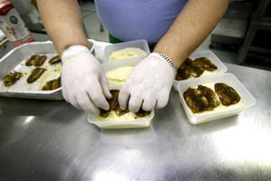 Marianne Svensson lagar mat och kör ut matlådor till sina kunder sju dagar i veckan på sin cateringfirma Smess.