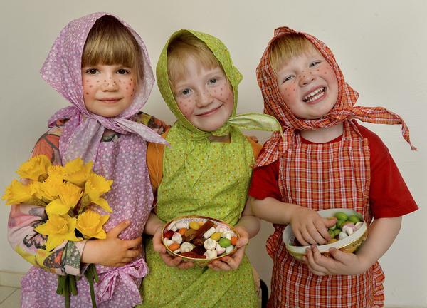 Tre glada påskkärringar.