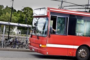 Buss i Nykvarn. Genrebild.