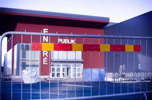 Arenabygget i Östersund är stängt för besök. Byggarbetarna vill ha arbetsro fram till slutbesiktning och det datum då kommunen tar över.