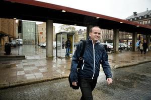Lars Persson (FP) lämnar kommunpolitiken för att gå på pappaledighet.