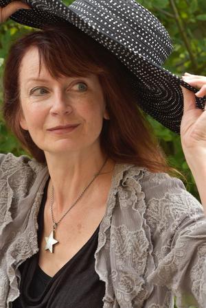 Inger Edelfeldt har en härlig stil som berättare.