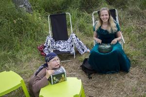 Sista besöket för barnen var hos Evelina Funge och Marielle Danielsson. Där fick de läsa upp trollformeln och trolla tillbaka skatten.
