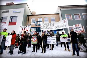 Demonstranterna samlades utanför Faxen i Ramsele.