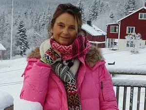 Skådespelaren Suzanne Reuter läser noveller på Drömgården två söndagar i rad.
