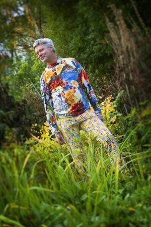 I sin lummiga trädgård trivs Anders Sundin.