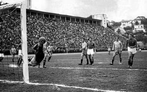Sverige-Italien i gruppspelet vid VM Brasilien 1950. Kalle Svensson,