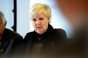 Landstingsrådet Ingalill Persson (S) lovar att ingen landstingsanställd ska sägas upp fram till 2017.