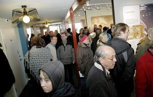 Över hundra personer fanns på plats för att bevittna invigningen och ta en titt i det nya besökscentret som nu kommit en bra bit på väg.
