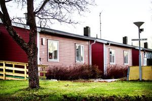 Hudiksvallsbostäder vill sälja fastighetsbeståndet i Enånger. Det handlar bland annat om fastigheter på Enångersvägen.