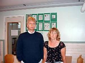Foto:KARIN BERGKVIST Ledsna. Thomas Larsson och Anette Gottfriedson är ledsna. En av deras elever, Rozerin Batti, utvisas ur Sverige och kommer inte tillbaka till klassen i höst.