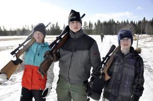 Erica Jansson, Måns Milde och Herman Häggblom var tre unga jaktskytteentusiaster som passade på att gå jaktstigen på Dille Gård.