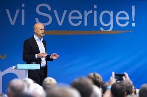 Just nu finns det en konflikt i svensk höger. Försöka krossa de rödgröna med hjälp av att flörta med Sverigedemokraternas åsikter eller stå upp för frihet och medmänsklighet, skriver Linnea Swedenmark.