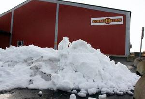 Den enda snö som finns i Bergs kommun är den hög som ligger utanför ishallen i Svenstavik, efter ismaskinens framfart.