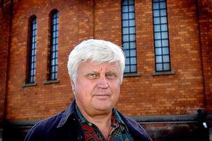 Per Schönnings, mångårig politisk sekreterare för Socialdemokraterna i landstinget och Gävle kommun är besviken på sitt parti och vill inte vara medlem längre.